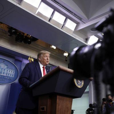 Presidentti Donald Trump aloitti koronakatsaukset uudelleen Valkoisessa talossa tiistaina.