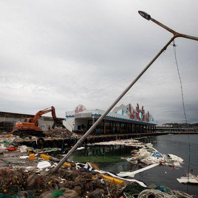 Maysak-taifuunin tuhoja Donghaen kaupungissa Etelä-Koreassa. Uusi taifuuni Haishen saapui kaupunkin 6. syyskuuta.