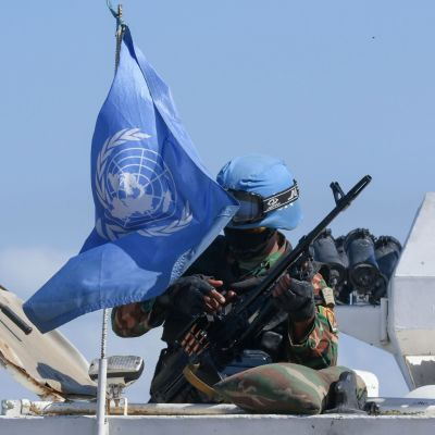 YK:n rauhanturvaaja kuvattuna Libanonin Naqourassa lähellä Israelin rajaa kaksi viikkoa sitten.