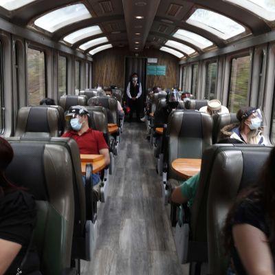 Ensimmäiset turistit pääsivät junalla kohti Machu Picchua koronasulun jälkeen.