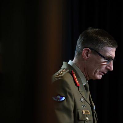 Australian puolustusvoimien päällikkö, kenraali Angus Campbell esitteli raporttia lehdistötilaisuudessa Canberrassa.