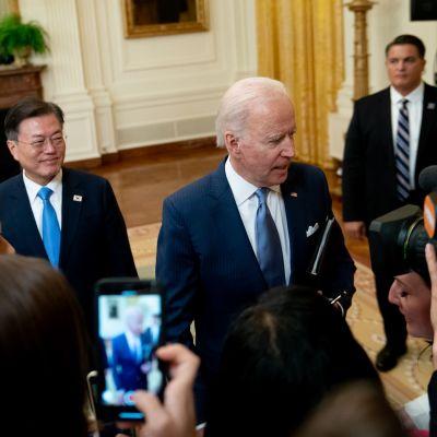 Biden ja Moon pitivät Valkoisessa talossa yhteisen lehdistötilaisuuden keskustelujensa päätteeksi.