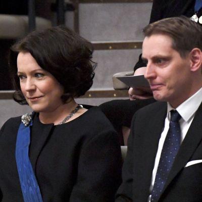 Rouva Jenni Haukio odotti tasavallan presidentin virkaanastujaisten alkua eduskunnan lehterillä Helsingissä 1. helmikuuta.