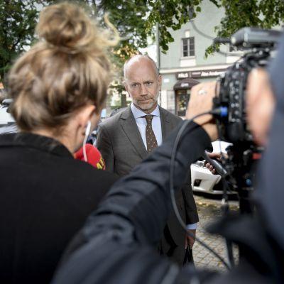 Asap Rockya edustanut Henrik Olsson Lilja puhui toimittajille heinäkuussa Tukholmassa.