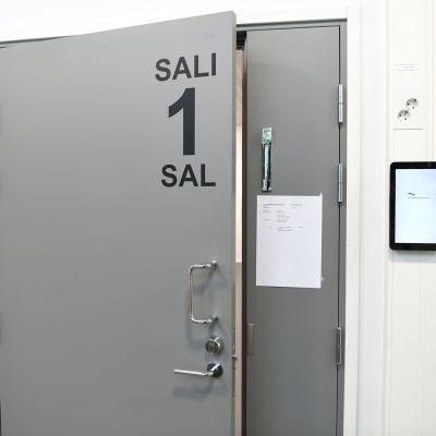 Kolmikymppinen mies syytettynä taposta Vantaan Hakunilassa kesällä 2020 Itä-Uudenmaan käräjäoikeudessa Vantaalla 12. maaliskuuta.