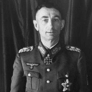 Kenraalieversti Eduard Dietl 50-vuotispäivänään kuvattuna.