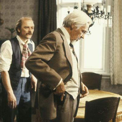 Paavo Pentikäinen ja Pehr-Olof Sirén näytelmässä Martinin rikos.
