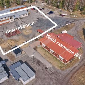 Havainnekuva uuden koulurakennuksen paikasta nykyisessä Enon  koulukeskuksessa.