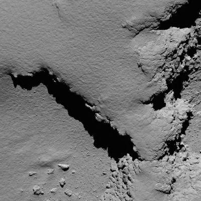 Komeetta 5,8 kilometrin päästä Rosettan kuvaamana.
