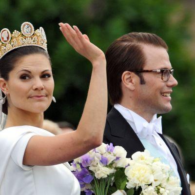Prinsessa Victoria ja Daniel Vestling häiden jälkeen.