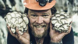 Ville Haapasalo sienestämässä Volga 30 päivässä -ohjelmassa