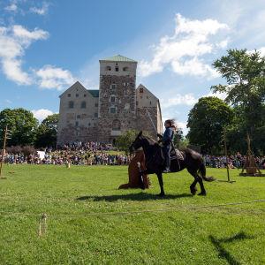 Tornerspel i Slottsparken i Åbo.