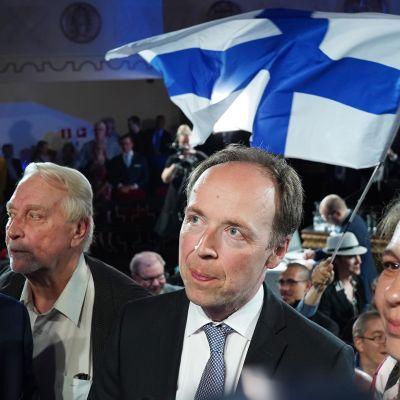 Perussuomalaisten vaalivalvojaiset. Jussi Halla-aho ja Riikka Slunga-Poutsalo.