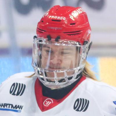 Mika Partanen firar ett mål.