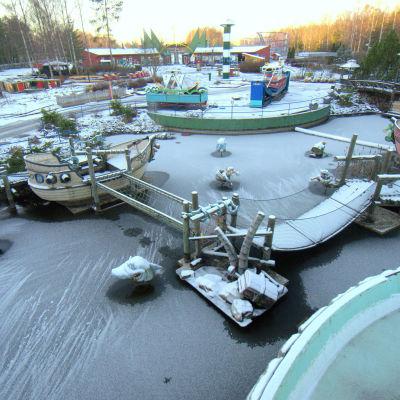 Nöjesparken Wasalandia i vinterdvala.