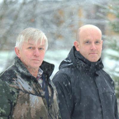 Stefan Enegren och Hannu Harjunpää bor båda nära vindkraftverket.