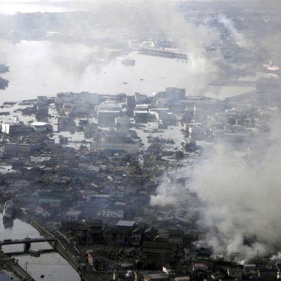 Staden Kisenuma ödelagd av flodvågor och bränder.