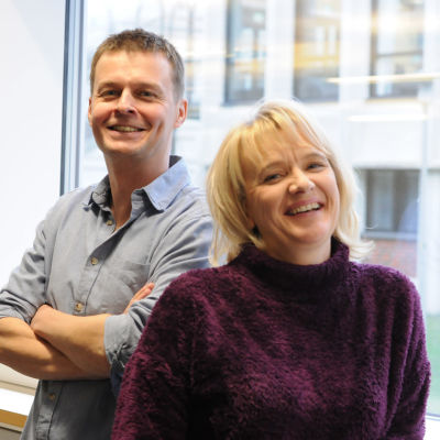 Joakim Rundt och Camilla Andelin är två av redaktörerna för Nyheter på lätt svenska.
