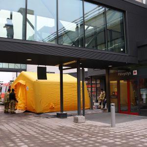 Päivystyksen ovi Mikkelin keskussairaalassa