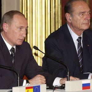Vladimir Putin and Jacques Chirac pitivät tiedotustilaisuutta Élysée-palatsissa Pariisissa maalikuussa 2005.