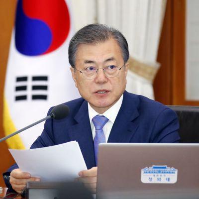 Etelä-Korean presidentti Moon Jae-in hallituksen kokouksessa huhtikuun lopussa.