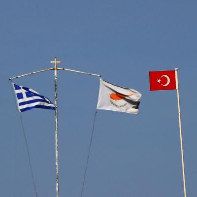 Den grekiska, turkiska, cypriotiska och turkcypriotiska flaggan
