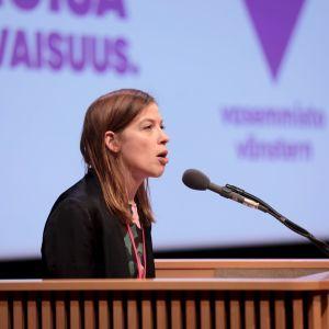 Vänsterförbundets ordförande Li Andersson håller tal under partimötet den 15 november 2019.