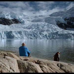 Ilmastonmuutoksen tutkija Claude Lorius dokumenttielokuvassa Ice and the Sky