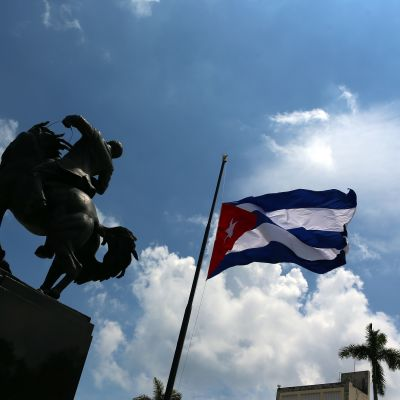 Kuubassa liput laskettin puolitankoon perjantaina.