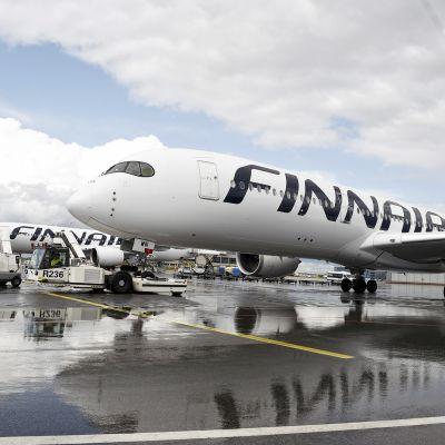 Finnairin lentokoneita Helsinki-Vantaan lentokentällä Vantaalla