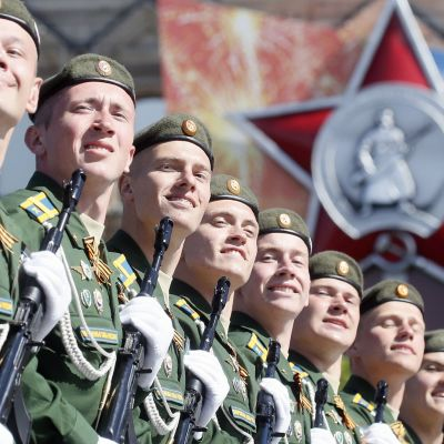 Venäjän sotilaita marssimassa Voitonpäivän paraatissa Moskovassa 9. toukokuuta.