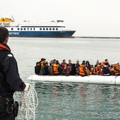 Pakolaisia saapumassa Lesboksen saarelle Kreikkaan vuonna 2016.