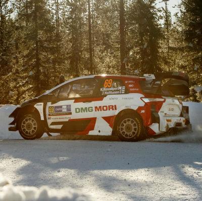 Kalle Rovanperä kör i vintermiljö.