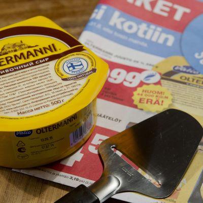 Oltermanni-juustopaketteja venäjänkielisillä etiketeillä.