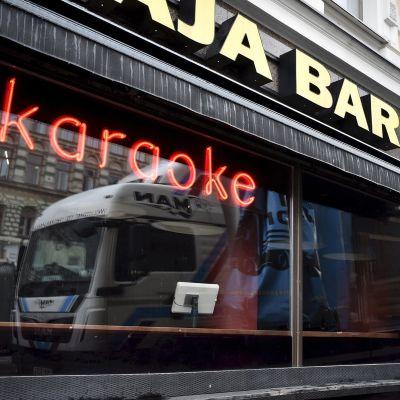 Karaokebaari Erottaja Bar Helsingissä 24. helmikuuta.