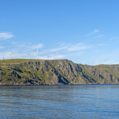 Tuulivoimapuisto Havøyan saarella Finnmarkin läänissä Pohjois-Norjassa.