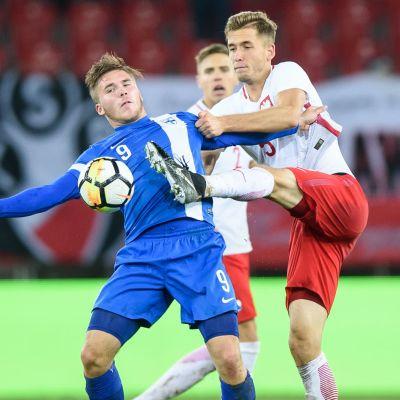 Benjamin Källman och Pawel Bochniewicz, U21-landslaget mot Polen 2017.