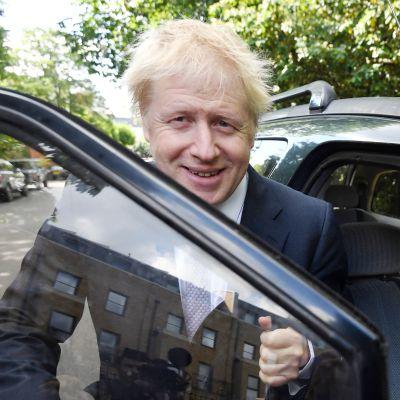 Boris Johnsonauton ovensuussa.