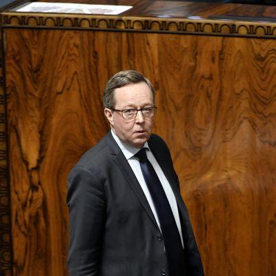 Mika Lintilä eduskunnan suullisella kyselytunnilla Helsingissä.