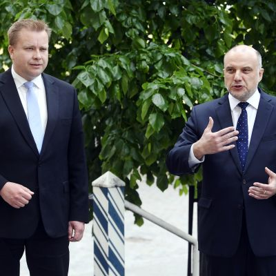 Viron puolustusministeri Juri Luik (oik.) tapasi Suomen puolustusministerin Antti Kaikkosen vierailullaan Helsingissä 9. kesäkuuta 2020.