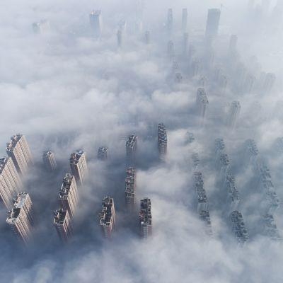 Kuvassa on savusumun peittämä Nantongin kaupunki Kiinassa helmikuussa 2019.