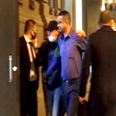 Ukrainan konsulia Aleksandr Sosonjukia pidätetään illalla, ympärillä FSB:n työntekijöitä maskeissa.