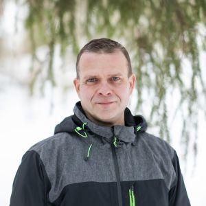 kokoomuksen puheenjohtaja Petteri Orpo luonnossa