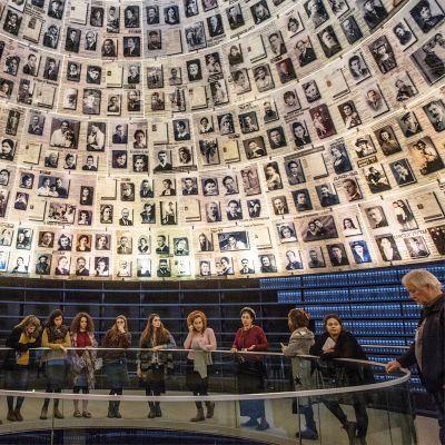 Jerusalemissa sijaitsevassa Yad Vashemin holokaustimuseossa käy paljon koululaisvieraita.