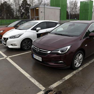 Kevytautoja koeajettavana Auto 2018 -tapahtumassa Helsingissä 9. marraskuuta 2018.