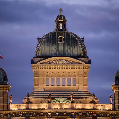 Sveitsin parlamenttitalo bundeshaus Bernissä.