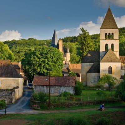 St Leon sur Vezeren kylä Dorgognessa Ranskassa.