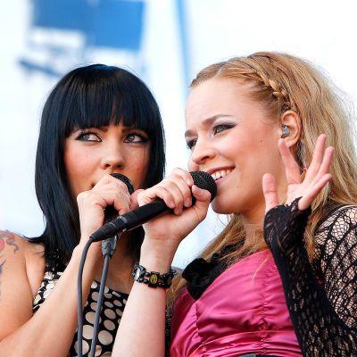 Mira Luoti ja Paula Vesala esiintyvät Ratinan stadionilla.