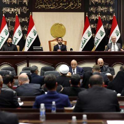 Iraks parlament röstar om att utvisa amerikanska trupper ur landet.