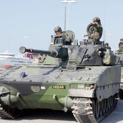 Ruotsin armeijan sotaharjoitus Visbyssä.